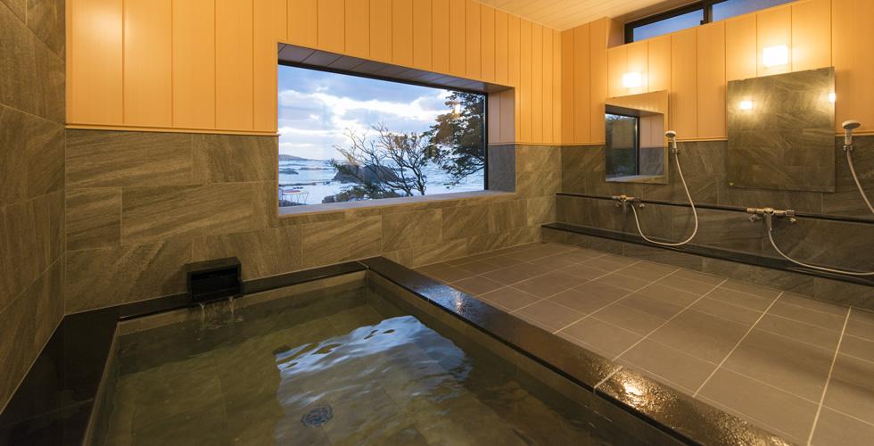 三国温泉の浴室